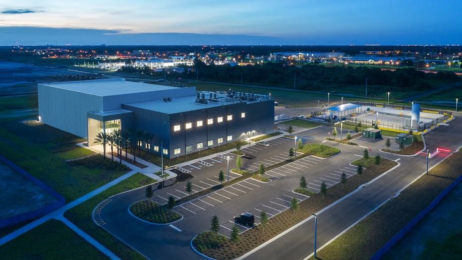 Osceola County wanted to establish a state-of-the-art manufacturing research and incubation facility in Florida. The county partnered with Skanska to create a place where several tenants can occupy the facility and use the space,providing an innovative infrastructure platform for advanced manufacturing development.